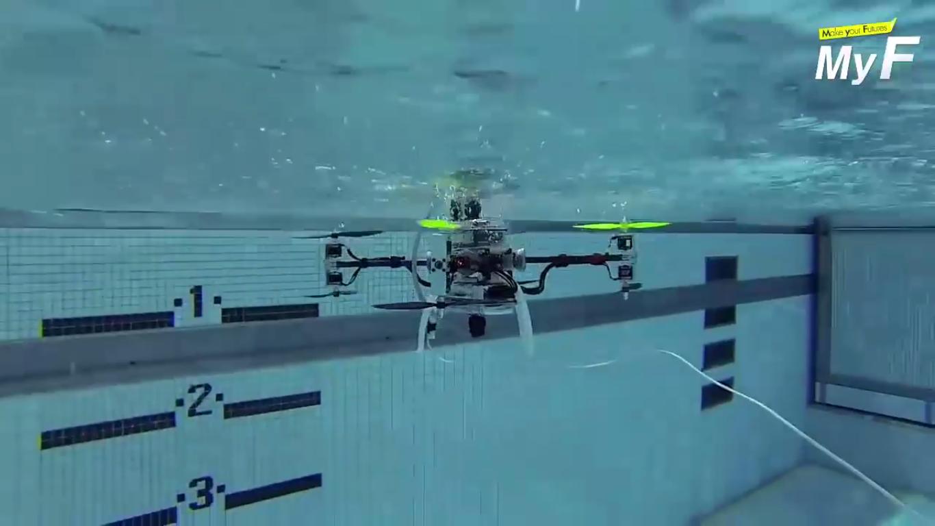Photo of Létat nebo se potápět? Dron, který umí plavat pod hladinou!